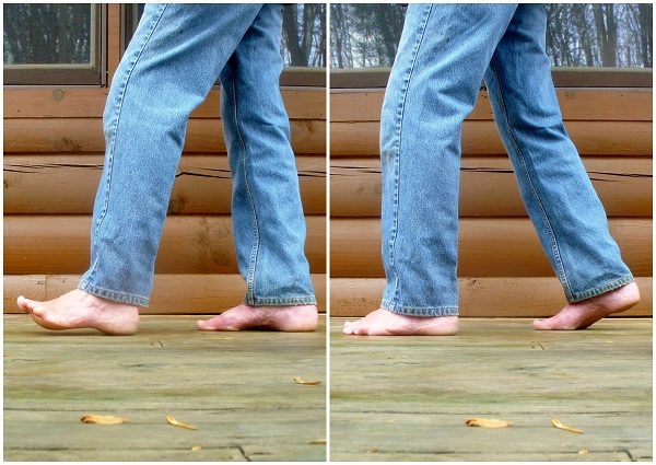 Initial heel contact (heel strike) is the natural way to walk barefoot.